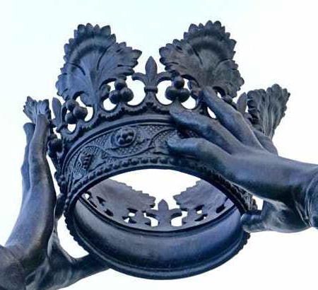 art carving close up crown